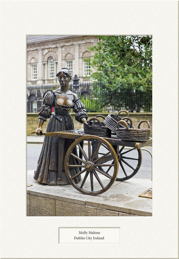 Molly Malone Statue - Visions of Ireland
