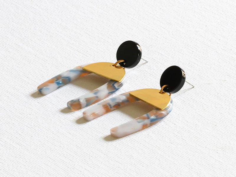 Claudia Arch Resin Earrings In Blue, Brown & White