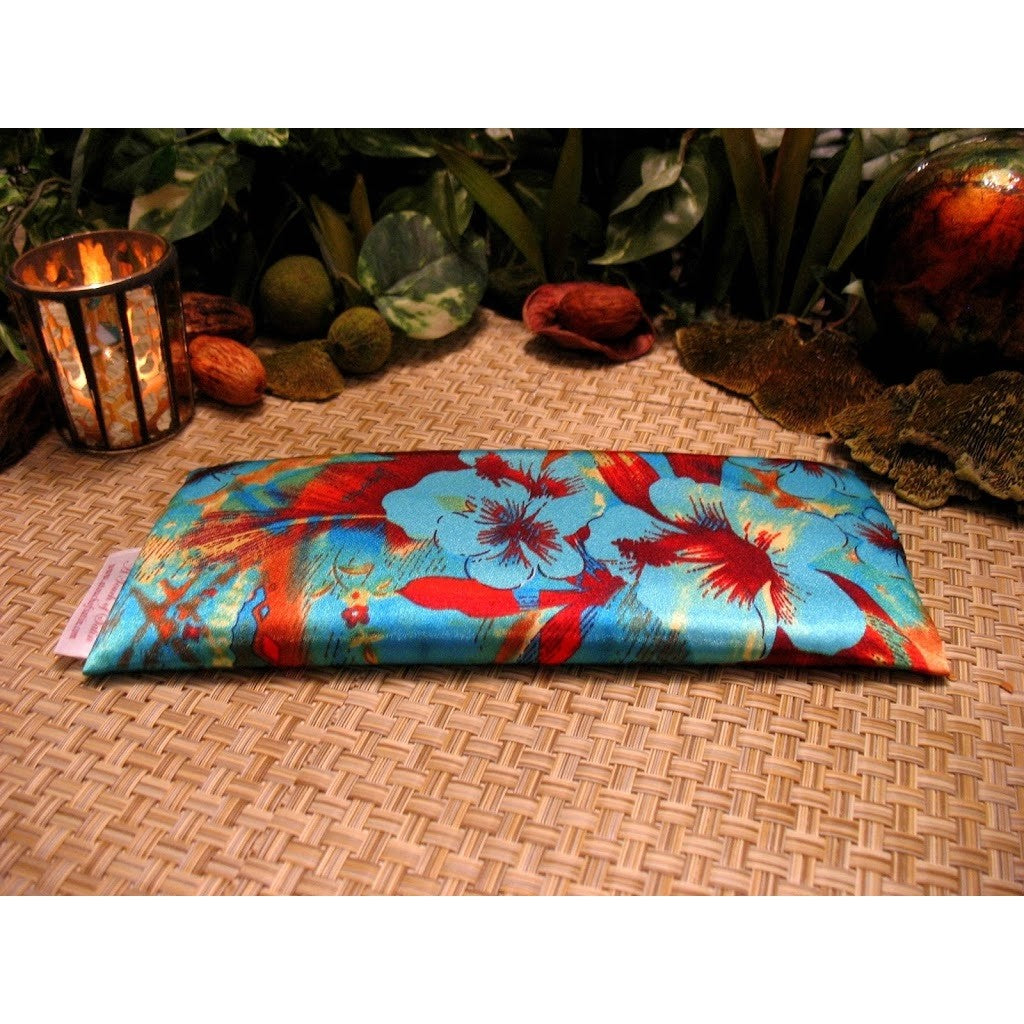 This  eye pillow is made with a turquoise flowers satin print, filled with organic flaxseed for unscented or choose organic lavender or peppermint for scented.