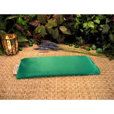 This eye pillow is made with Kelly green charmeuse satin, filled with organic flaxseed for unscented or choose organic lavender or peppermint for scented.