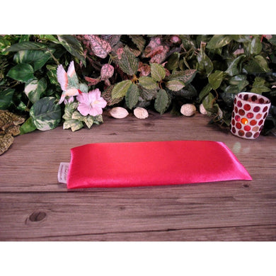 This meditation eye pillow is made with pink coral satin, filled with organic flaxseed for unscented or choose organic lavender or peppermint for scented.