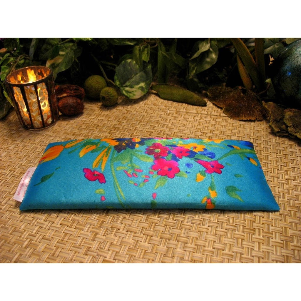 This eye pillow is made with a turquoise and flowers satin print, filled with organic flaxseed for unscented or choose organic lavender or peppermint for scented.