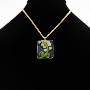 Jewelry - Rectangular pendant with ivory flowers