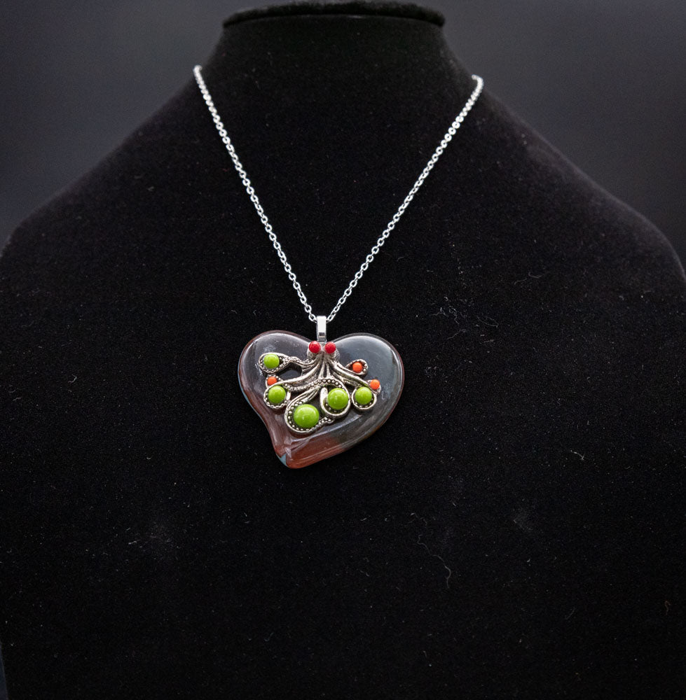 Jewelry - Heart pendant with octopus