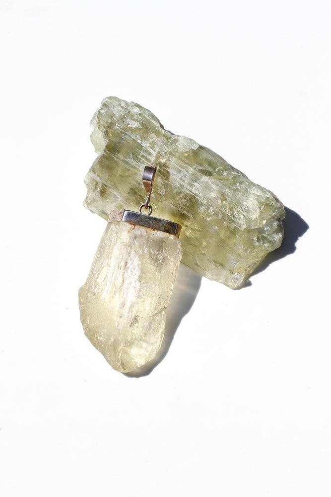 Load image into Gallery viewer, Hiddenite Crystal Pendant