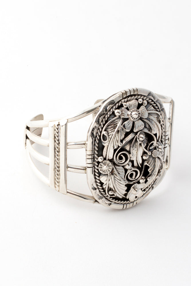 Load image into Gallery viewer, Navajo Sterling Silver Applique Oval Cuff