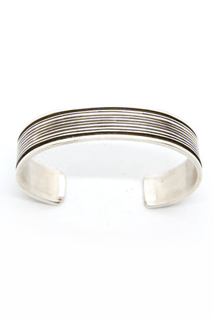Load image into Gallery viewer, Tahe Oxidized Silver Cuff