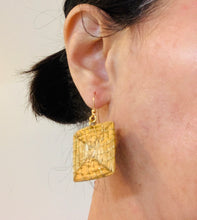 Load image into Gallery viewer, Geometric Diamond shape Earrings
