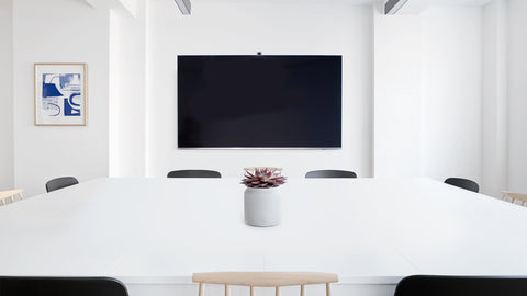 Huddly IQ AI-Powered USB Conference Camera shoots a wide 150 degree angle that can capture a large area of any meeting room