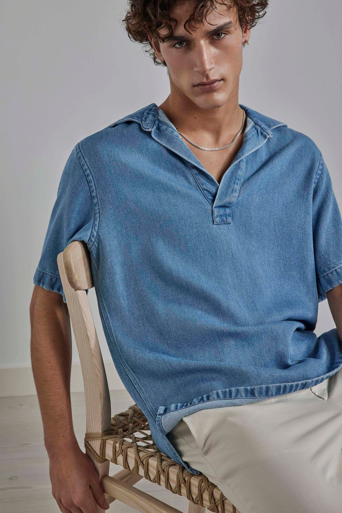 Short sleeve polo crafted in an indigo dyed tencel. 100% lyocell Oversized fit