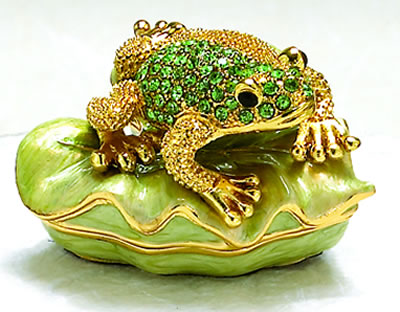 Peridot Frog on Leaf