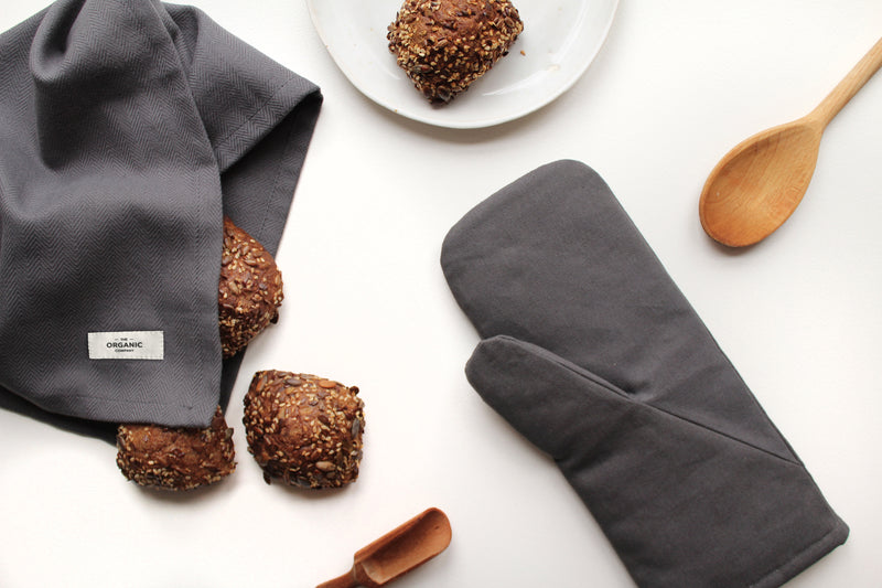 gots certified organic oven mitts for ease and comfort in the kitchen