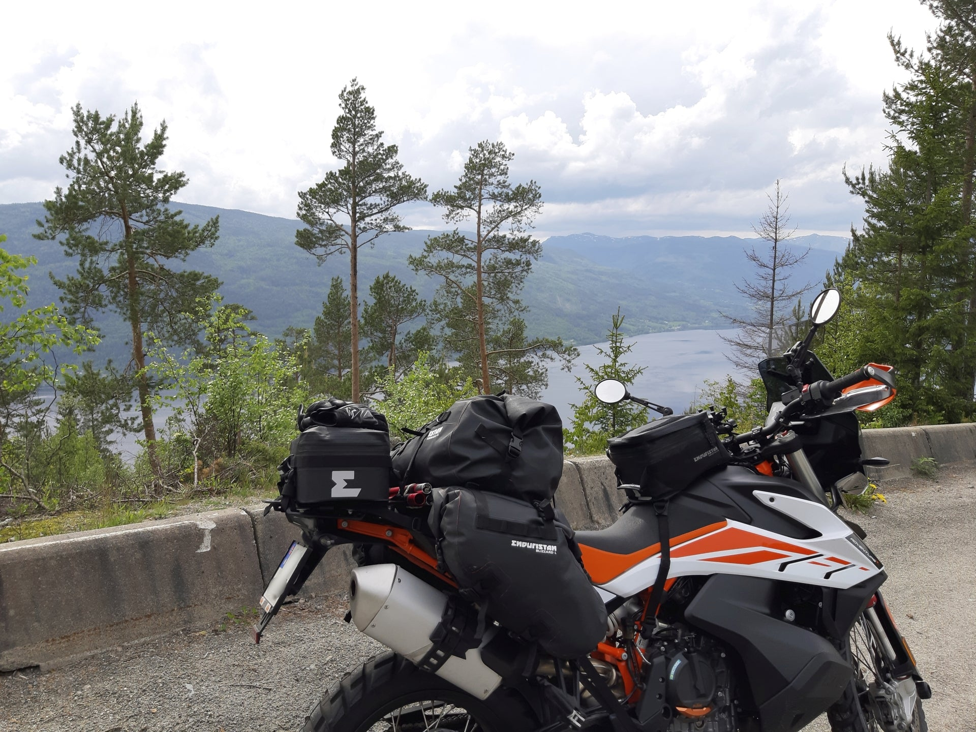 KTM 790 Adventure R with Perun moto rack and Enduristan luggage