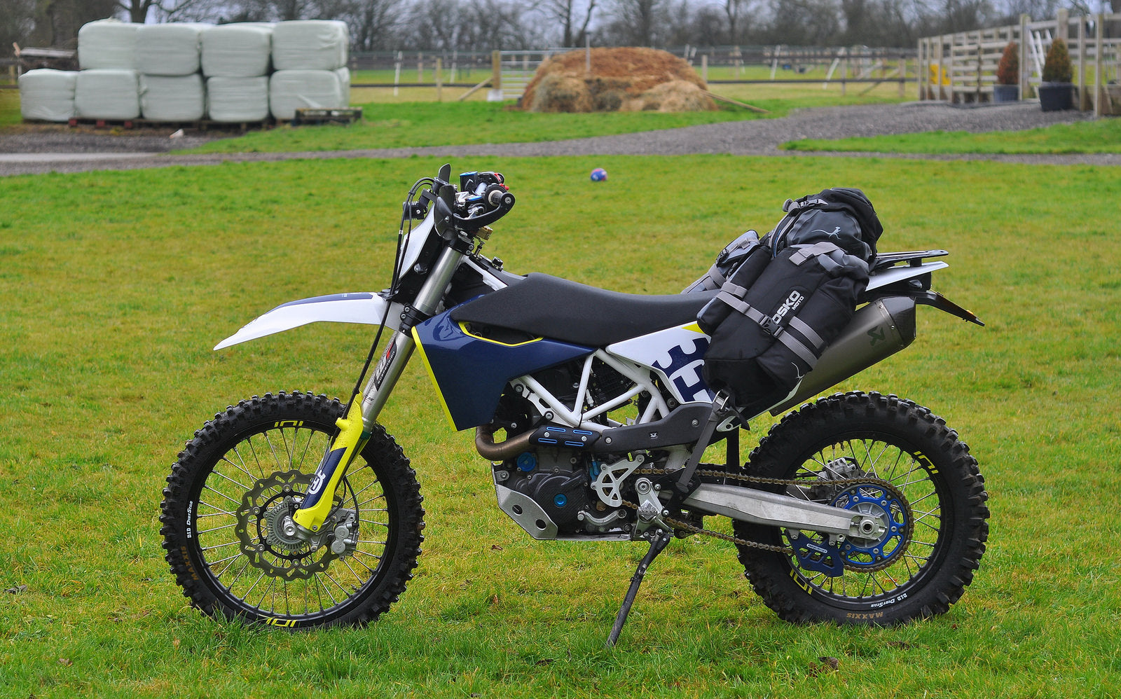 Husqvarna 701 Enduro, Perun moto Luggage rack and Heel guards and Mosko moto R40