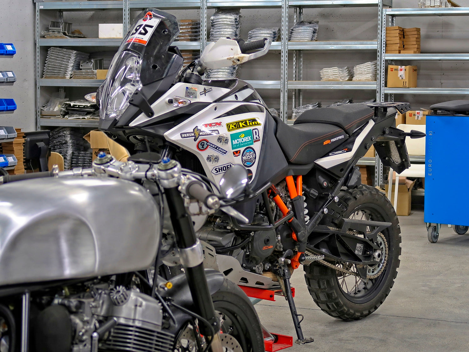 KTM Adventure 1090 R vs custom built Messner moto Honda CB750 cafe racer