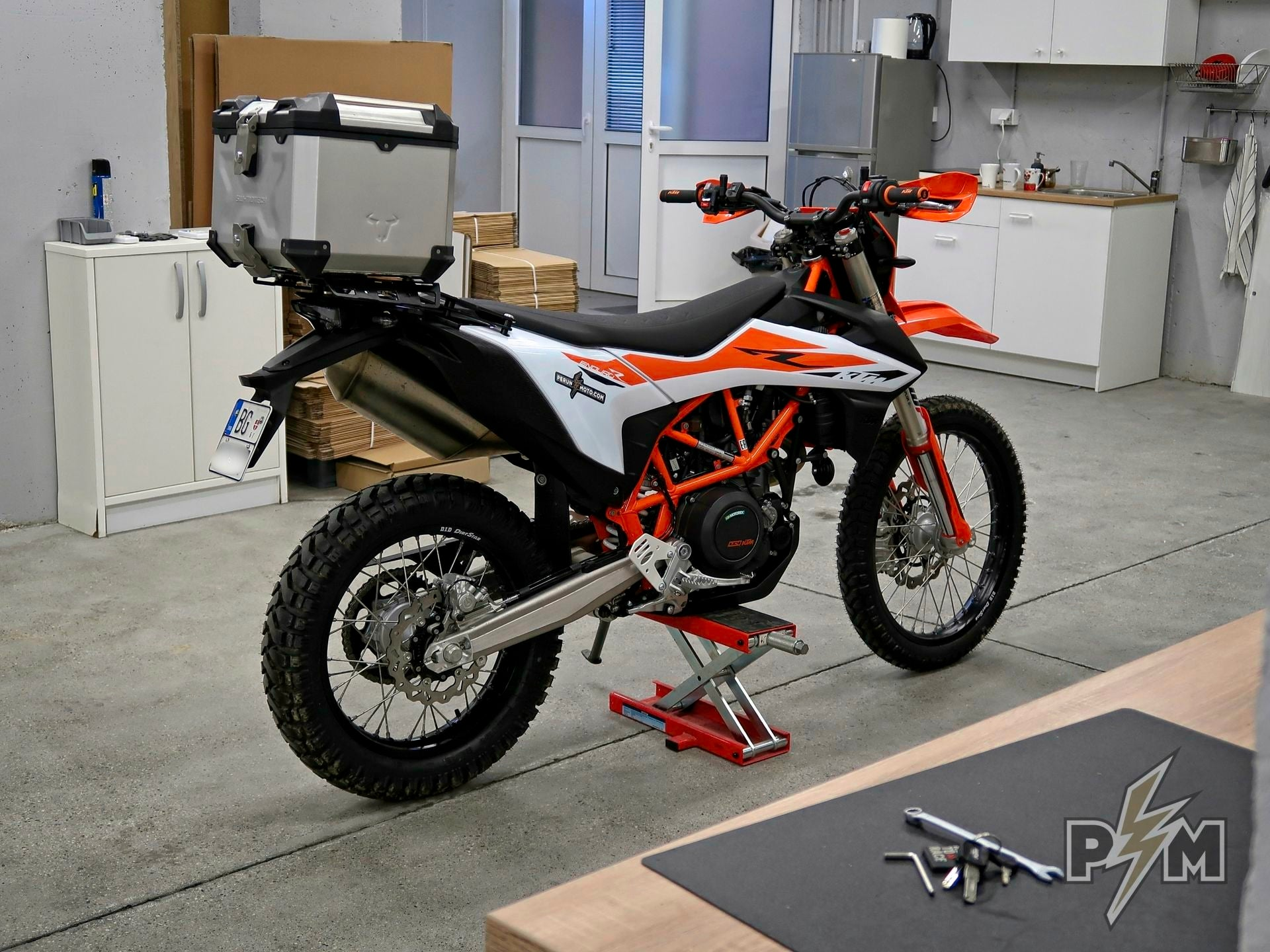 Blasphemy? Top case on KTM 690 Enduro R