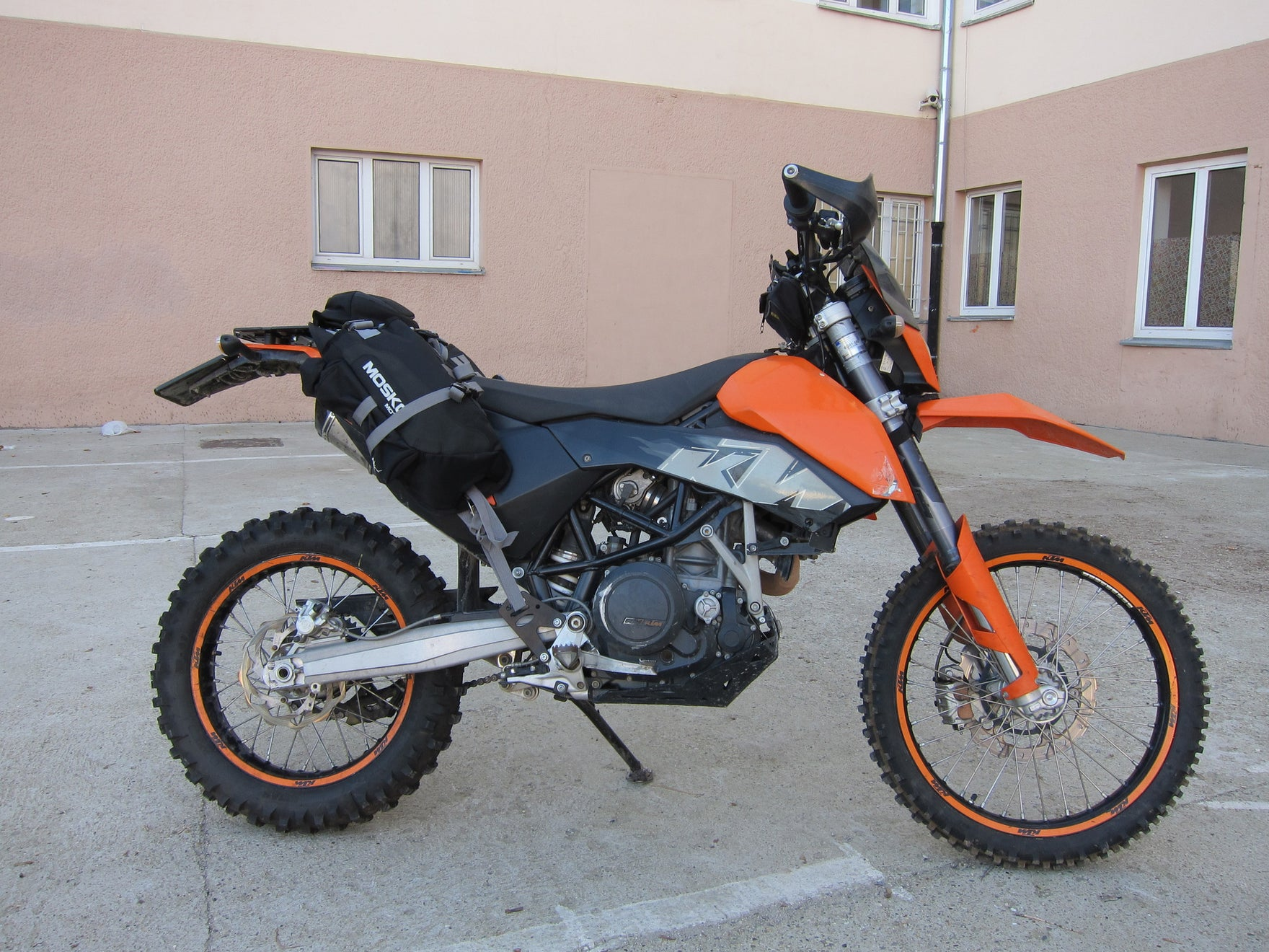 Mosko moto Reckless 40 bags, Perun moto KTM 690 Enduro Luggage rack SD and Heel guards