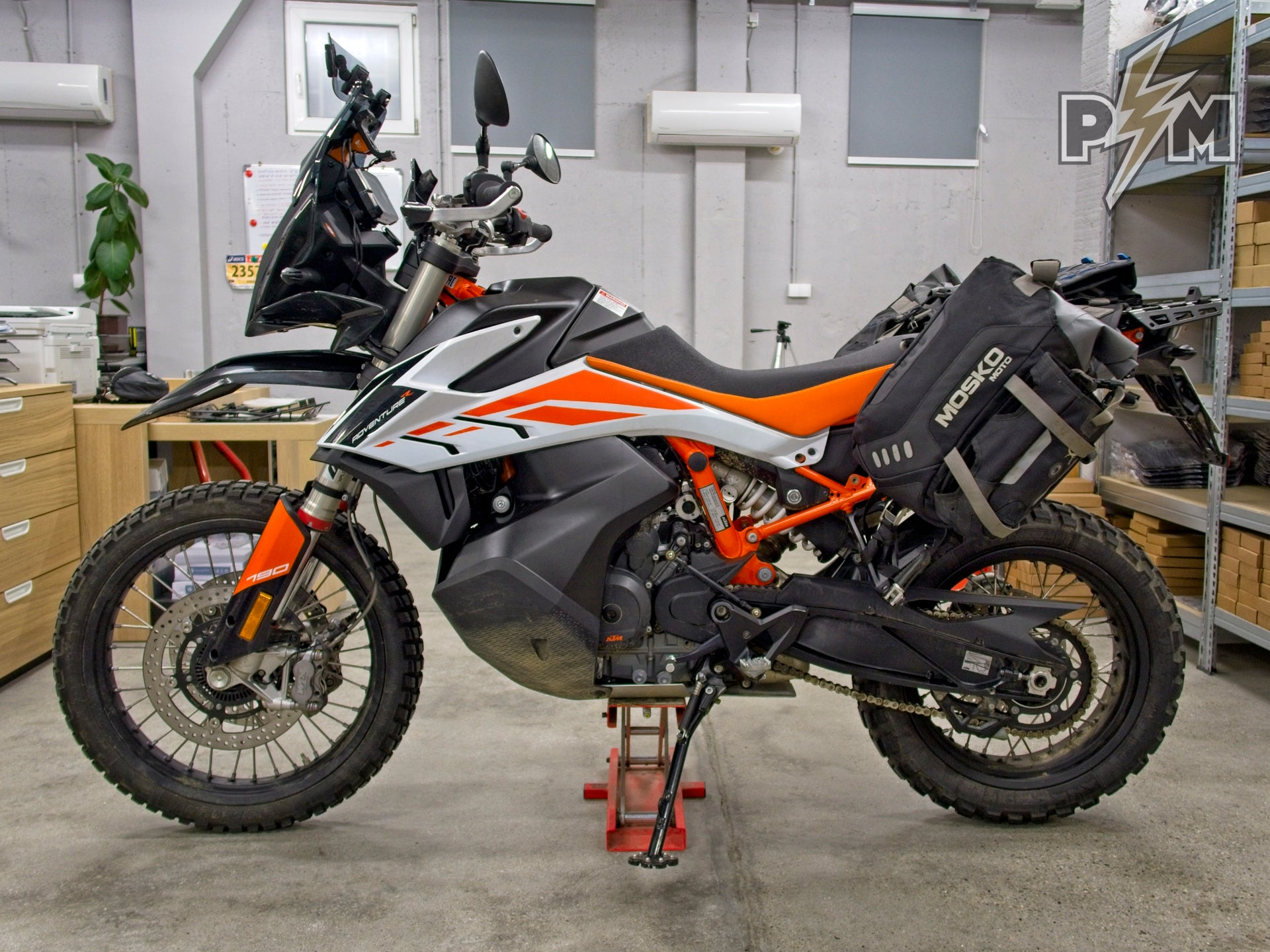 Mosko moto Reckless 80 Revolver on KTM 790 Adventure R