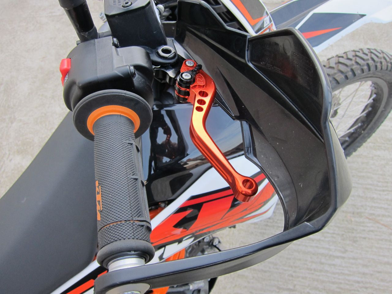 Aftermarket shorty clutch and brake levers for KTM 690 Enduro