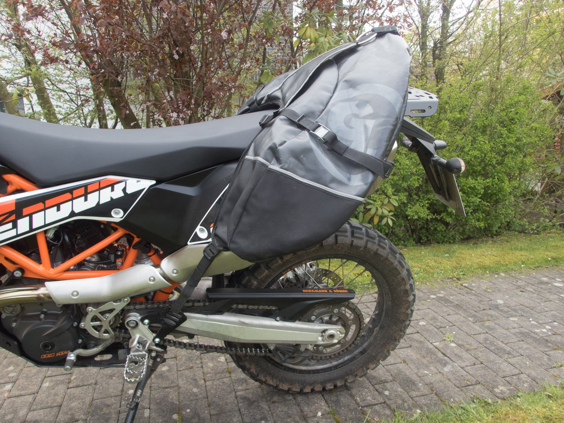 More pictures of Giant Loop Coyote and Perun moto KTM 690 Enduro Luggage rack SD and Heel guards