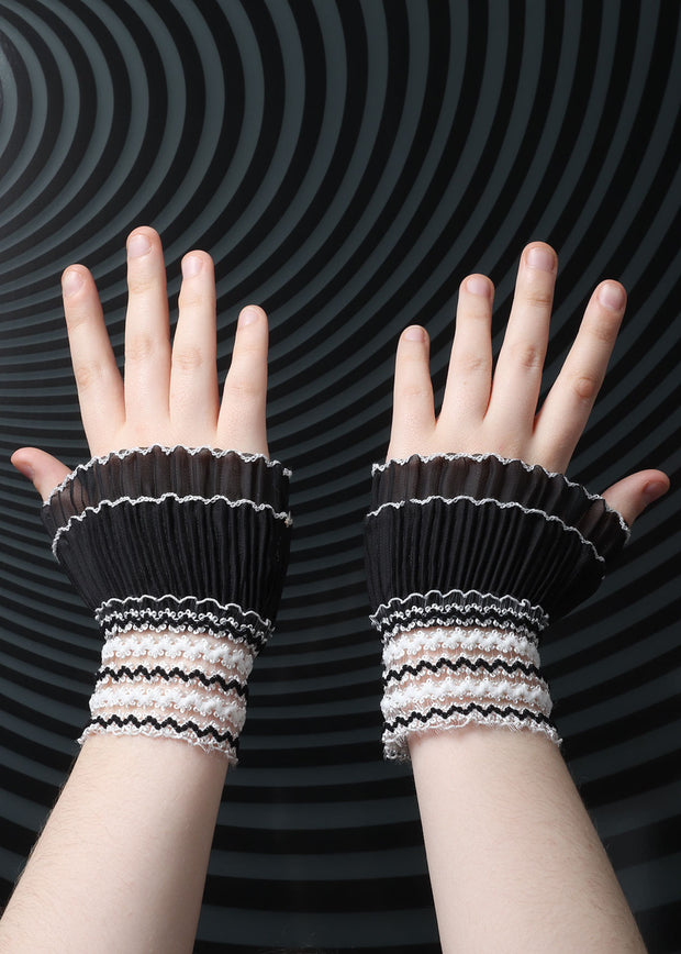 Pleated lace cuffs