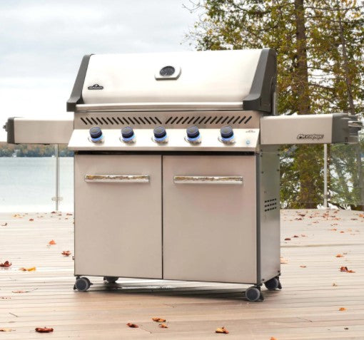 Napoleon Prestige 665 - Natural Gas / Propane Grill, Stainless Steel P665NSS/P665PSS