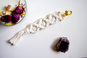 Open image in slideshow, macrame keychain