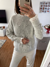 Charger l'image dans la galerie, Pull gris broderie anglaise