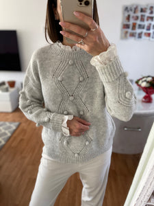 Pull gris broderie anglaise