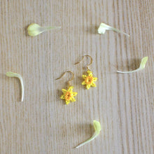 Load image into Gallery viewer, Daffodil Earrings - Yellow Spring Flower Jewellery