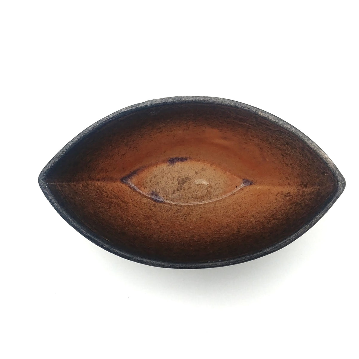Kaolin-gudnyhaf-boat. Color orange on the inside and black on the outside.