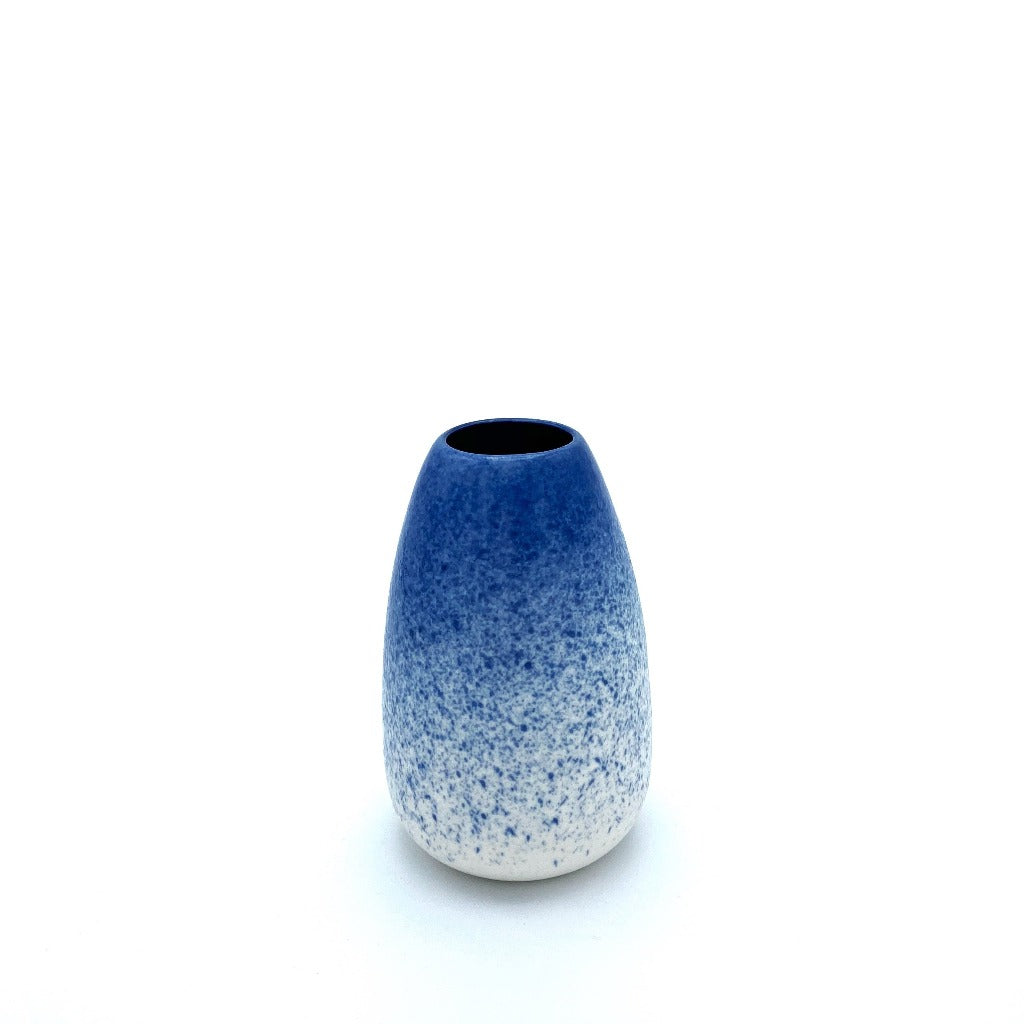 Kaolin - Daynew - Flower vase in blue on top and white on bottom. Size XS.
