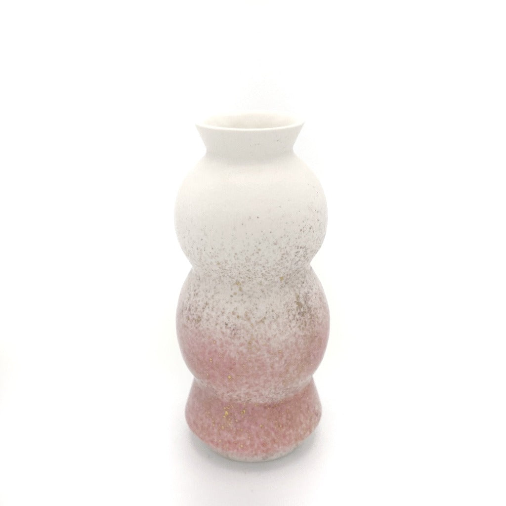 DAYNEW - Kaolin - Circus vase 17.5cm tall, white on top, pink on bottom, with gold dust.
