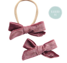 Load image into Gallery viewer, Velvet Bow Headband