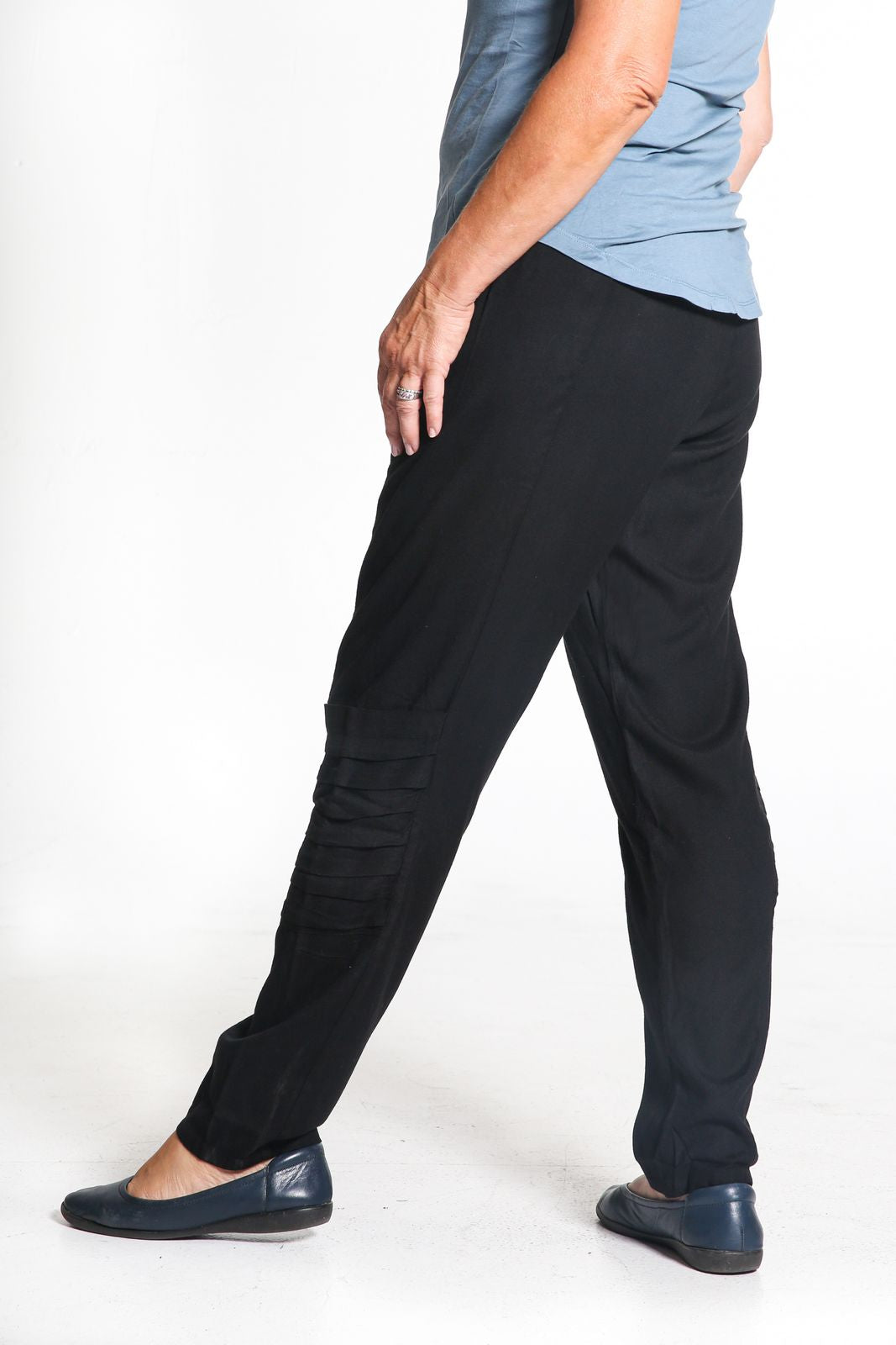 Avery | Women's Drape Pocket Pant
