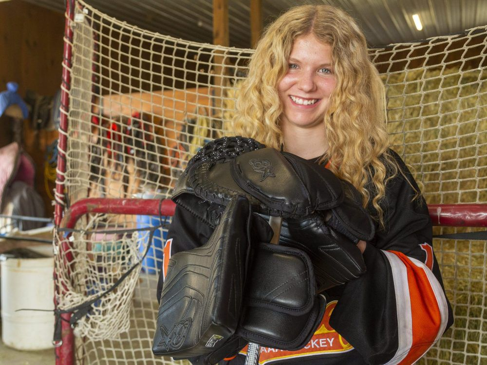 Taya Currie - Goalie- Goaler- Gardienne de buts - OHL- Hockey - Ligue de Hockey de l'Ontario - Sting - Sarnia - Chiefs - Elgin- Middlesex - First woman drafted in the OHL