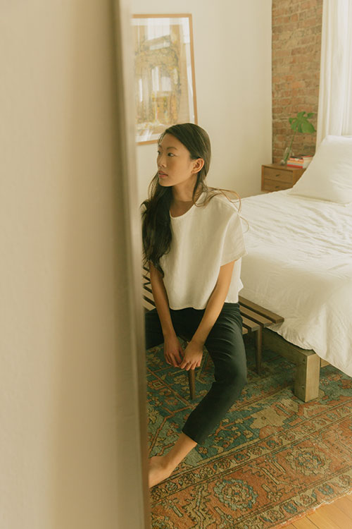 HOVER2_Linn Tee [Natural Cotton Twill] + Cecilia Pant [Black Stretch Cotton]