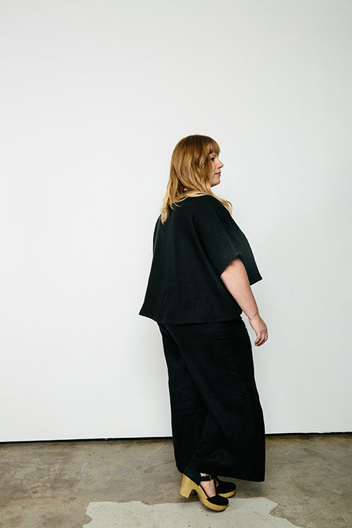 HOVER2_ [a href=|/collections/signature/products/linn-tee-linen|]Linn Tee [Black Midweight Linen / OS Plus][/a] + [a href=|/collections/signature/products/florence-pant-linen|]Florence Pant [Black Midweight Linen / X-Large Short][/a]
