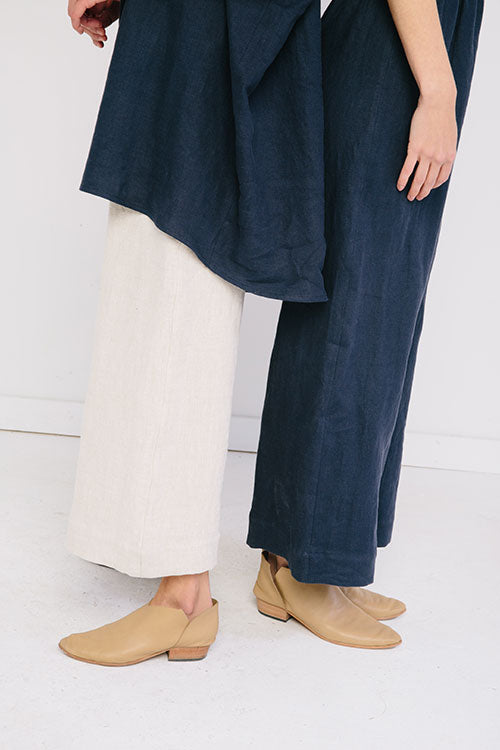 HOVER2_[a href=|/collections/signature/products/harper-tunic-linen|]Harper Tunic [Navy Midweight Linen][/a] + [a href=|/collections/signature/products/florence-pant-linen|]Florence Pant [Flax Midweight Linen][/a] + [a href=|/collections/signature/products/florence-pant-linen|]Florence Pant [Navy Midweight Linen][/a]