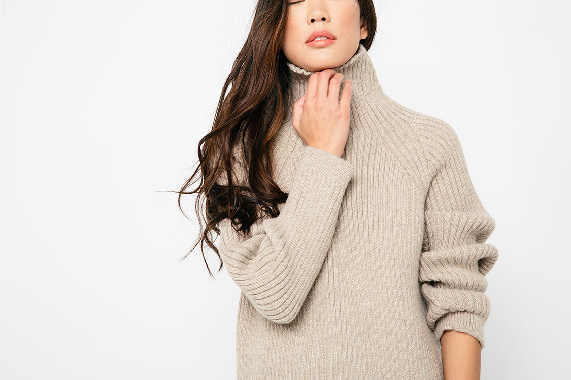 HOVER2_Meredith Turtleneck [Oyster Rib Alpaca]