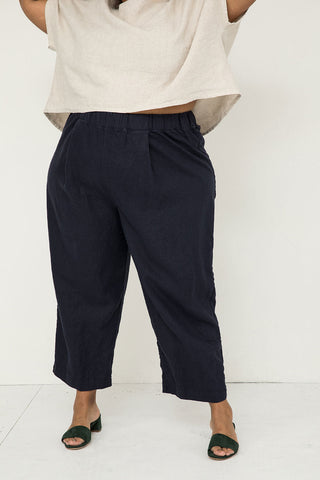 Andy Trouser in Midweight Linen Navy