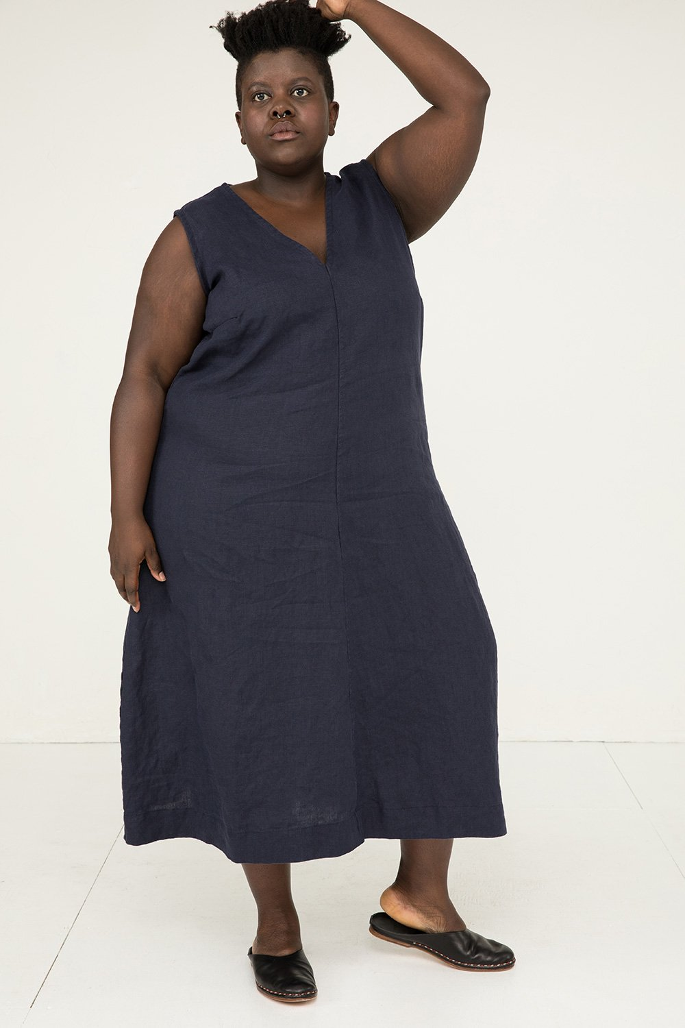 Polly Midi in Midweight Linen Navy - Lydia-2XL