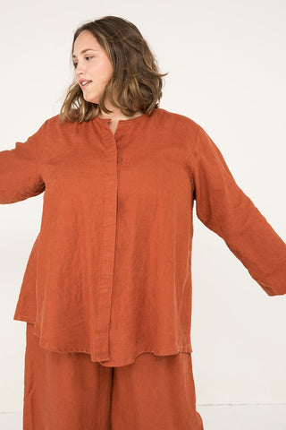 Long Sleeve Kara Snap Top in Midweight Linen Terra - Sam-2XL