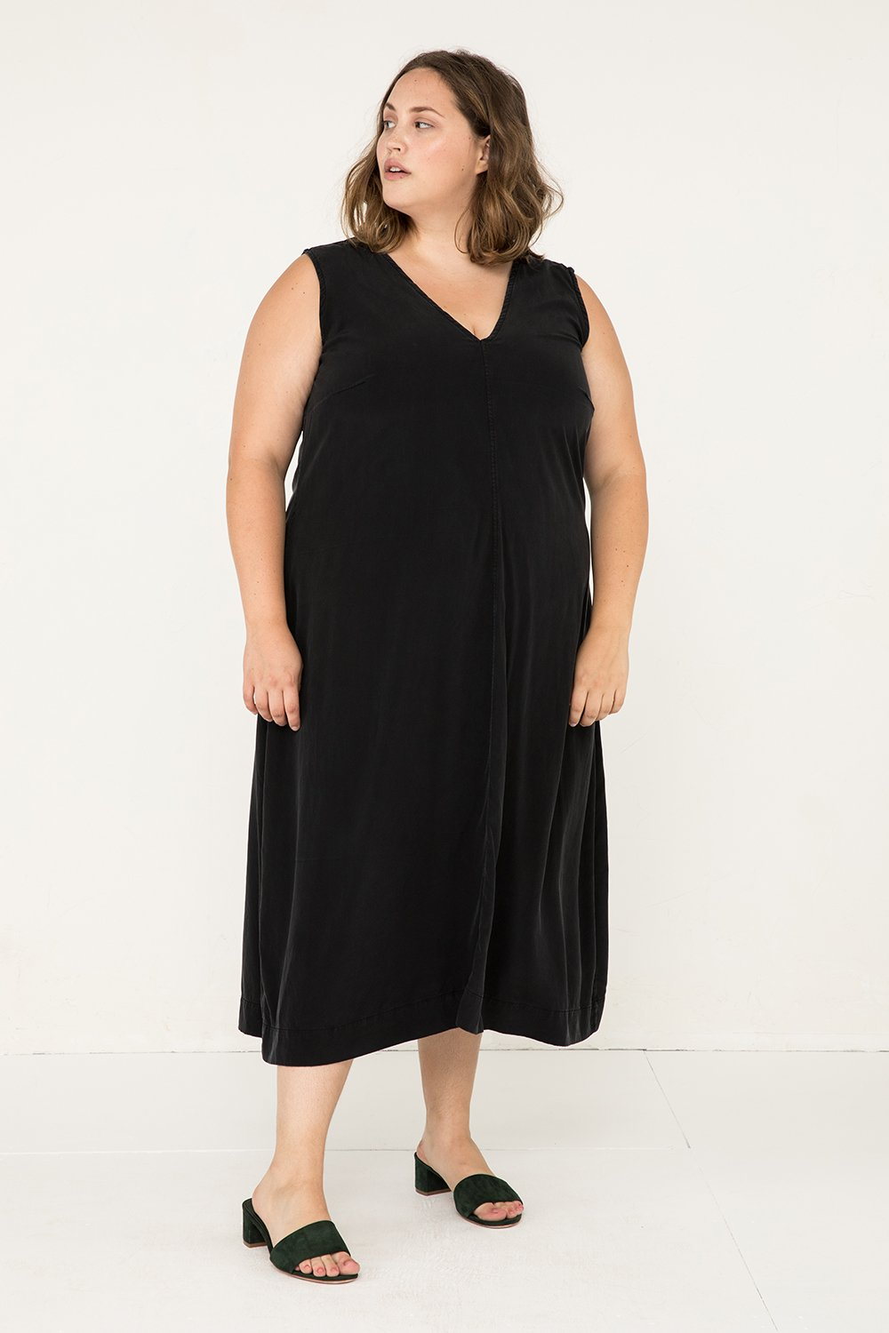 Polly Midi in Silk Crepe Black - Sam-2XL
