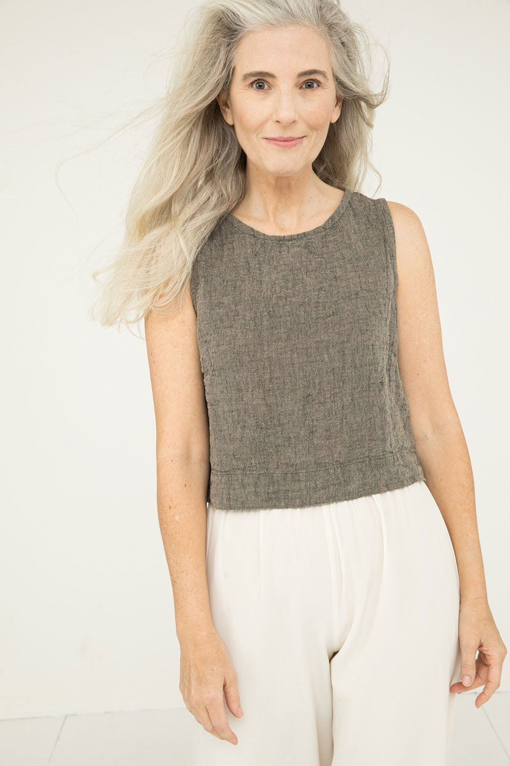 Petra Crop in Linen Gauze Pepper - Kendall-Small