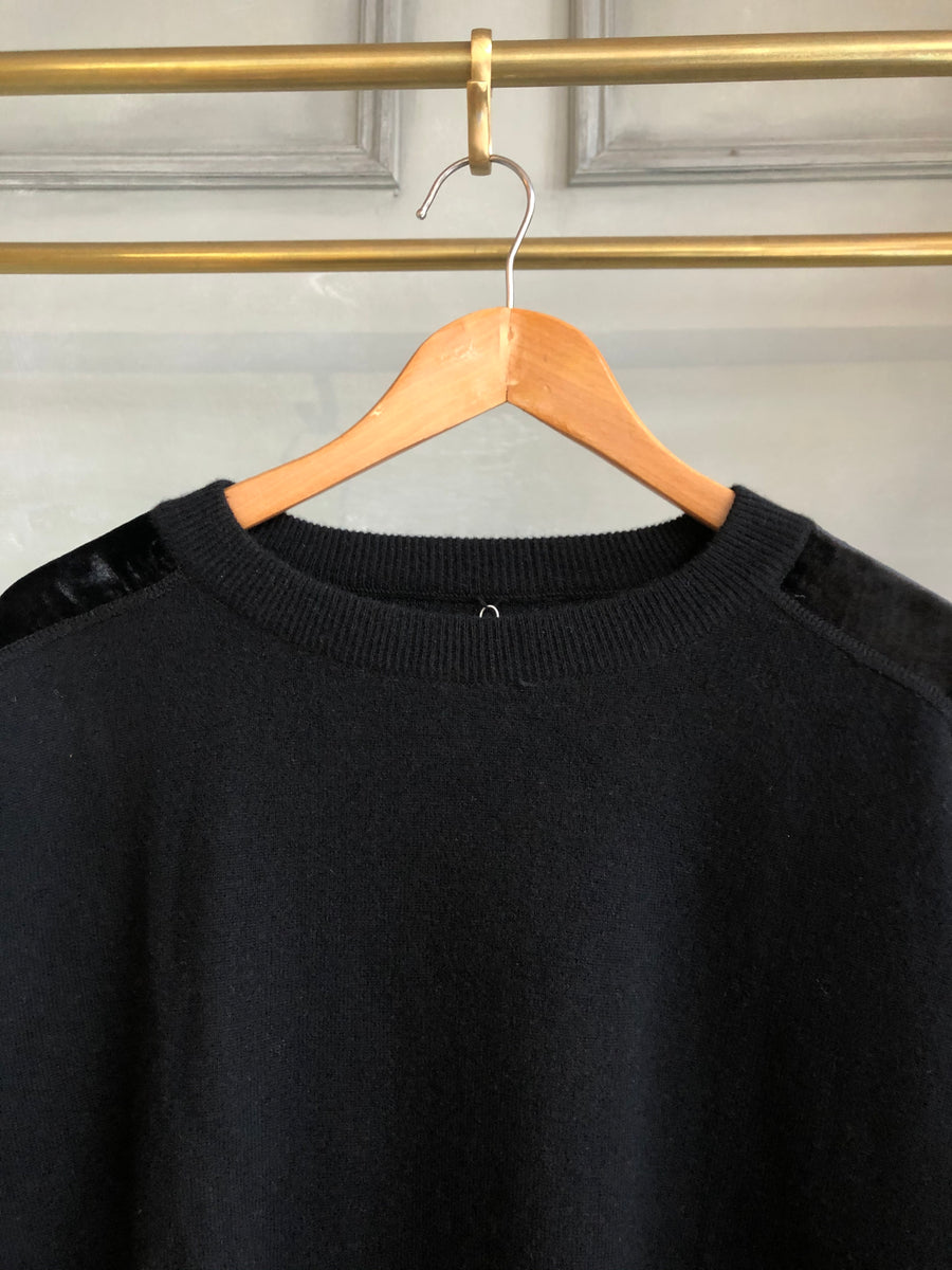 SPHERE ONE BLACK ROUND NECK