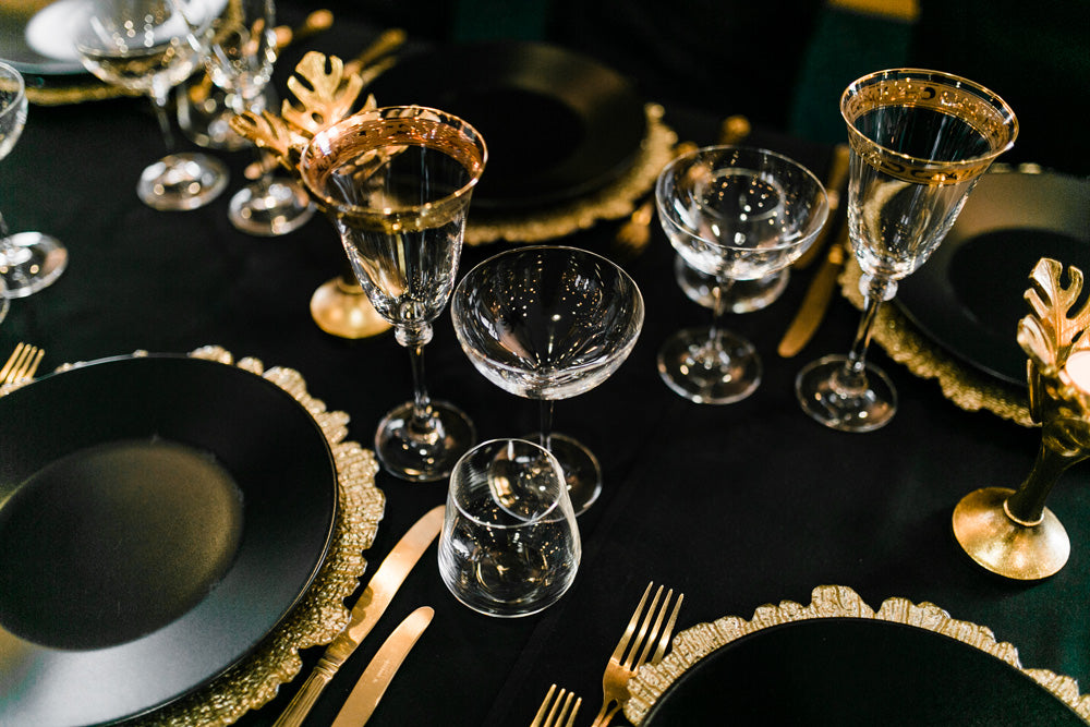 Black and gold theme table for Art Deco style wedding.