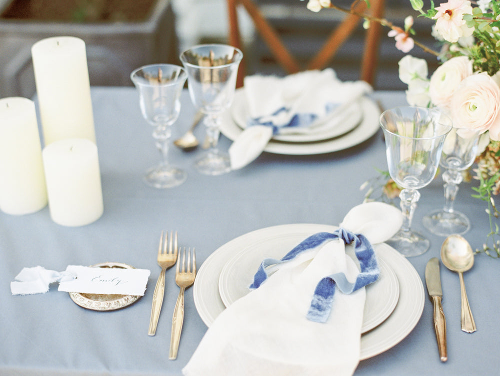 Wedding table decor in shades of blue, grey and pink.
