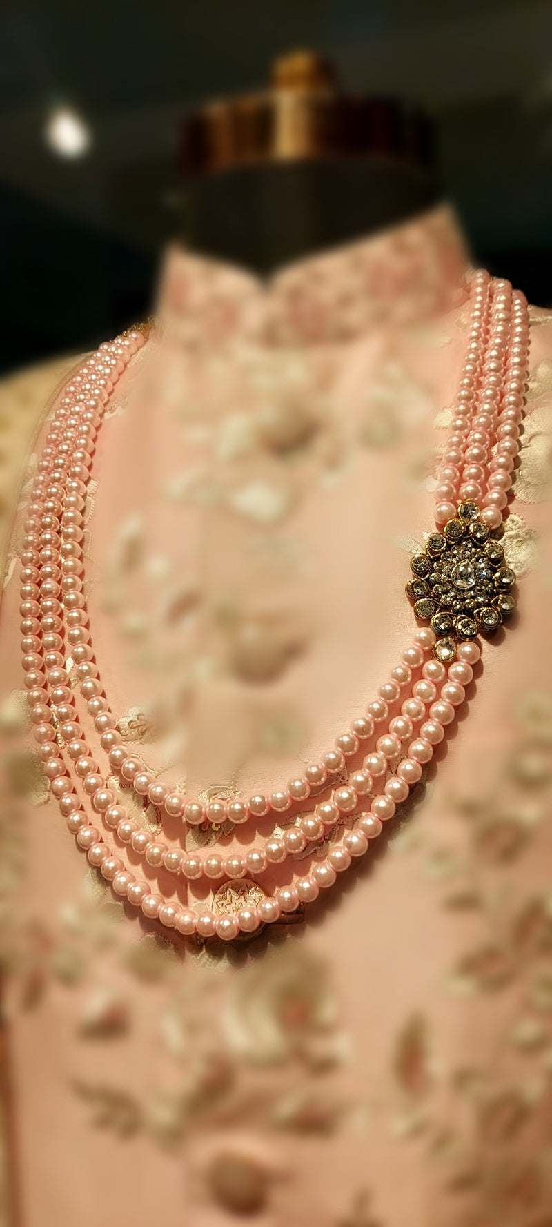 MALA LIGHT PINK WITH BROACH