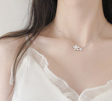 Load image into Gallery viewer, Five Valve Flower Chain Necklace